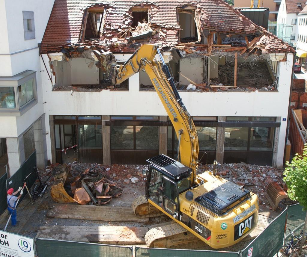 Pensez-vous que la démolition du travail des autres soit la meilleure solution pour gagner votre vie?